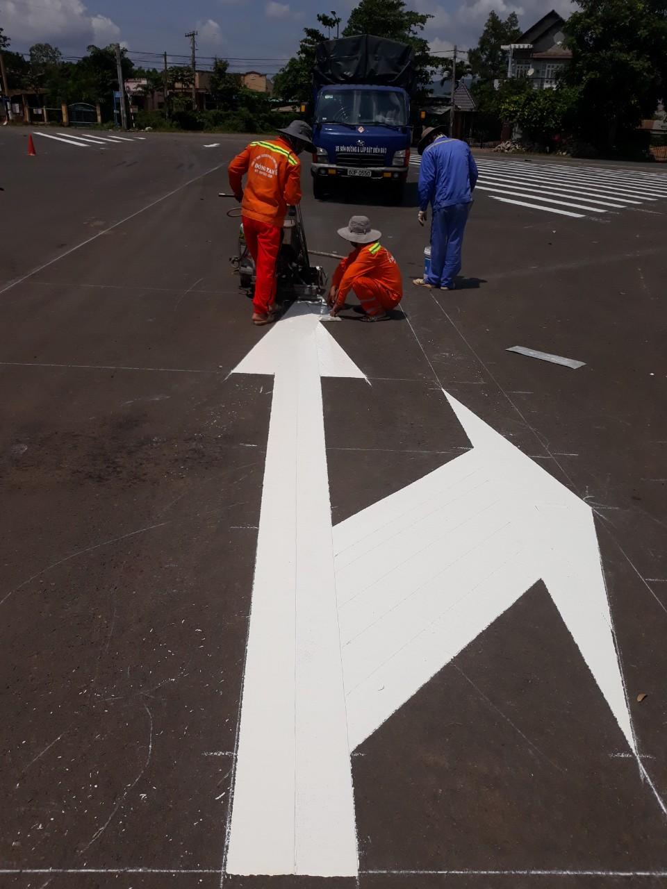 Sơn nguội phản quang sử dụng sơn kẻ vạch giao thông hầu hết là dòng sơn giao thông phản quang hệ dung môi